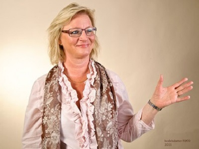 Ledarskapsutbildningen Personligt ledarskap.. kommunikation och möte. Eva Swede